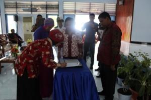 2. Serah terima kepengurusan Darma Wanita SUPM Negeri Waiheru Ambon