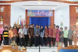 5. Foto bersama Keluarga Besar SUPM Negeri Waiheru Ambon