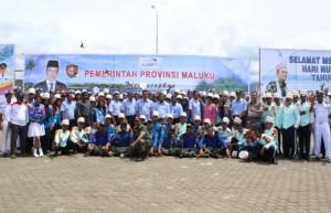 5. Foto bersama Pegawai SUPM Negeri Waiheru Ambon dengan anggota Marching Band Siswa-siswi SUPM Negeri Waiheru Ambon pada Upacara Hari Nusantara
