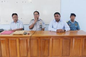 Kepala Sekolah didampingi oleh pengawas dan penguji pada pembukaan kegiatan Ujian Negara Kepelautan Ankapin-Atkapin II