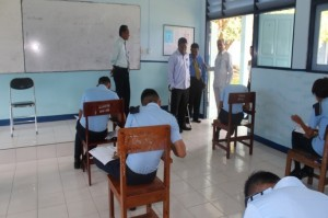 Supervisi kegiatan Ujian Nasional oleh Dr. Anton yang didampingi oleh Kepala SUPM Negeri Waiheru Ambon