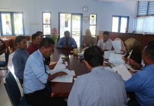Pengecekan kembali berkas hasil Ujian Nasional oleh pengawas didampingi oleh Kepala SUPM Negeri Waiheru Ambon dan pengawas dari Pusdik KP