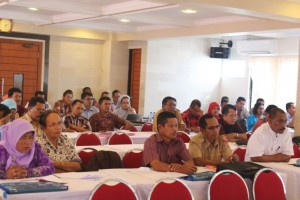 Peserta kegiatan antusias mendengarkan penyampaian dari narasumber (Kepala SUPM Negeri Waiheru Ambon)