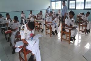 Suasana Ujian Nasional di salah satu ruang ujian di SUPM Negeri Waiheru Ambon