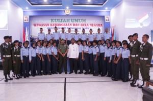 Foto bersama KASDAM XVI Pattimura Ambon, Kepala SUPM Waiheru Ambon dan para siswa SUPM Waiheru Ambon