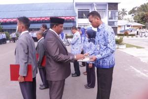 Penyerahan SK Kenaikan Pangkat kepada Pegawai SUPM Waiheru Ambon