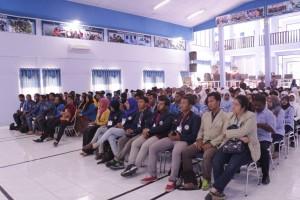 Para peserta sangat antusias mengikuti paparan materi dari Staf Ahli Menteri KKP (bapak Dr.Suseno Sukoyono)