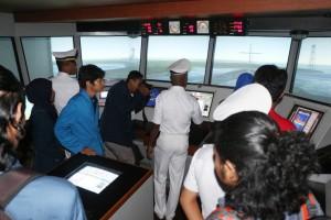 Perwakilan mahasiswa perikanan seluruh Indonesia mengunjungi simulator navigasi dan penangkapan ikan yang di pandu oleh instruktur dan siswa SUPM Waiheru Ambon
