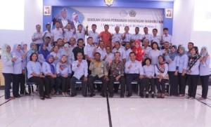 Photo bersama Kepala Pusat Pendidikan KP, Kepala SUPM Waiheru Ambon dan seluruh pegawai