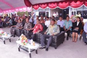 Walikota Ambon, Kepala Pusat Pendidkan KP, Kepala SUPM Waiheru Ambon dan Para tamu undangan sedang menyaksikan antraksi PBB dari siswa baru SUPM Waiheru Ambon