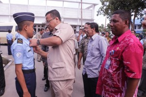 Ketua Komisi IV DPR-RI menyempatkan diri untuk berkomunikasi dengan Siswa SUPM Waiheru Ambon